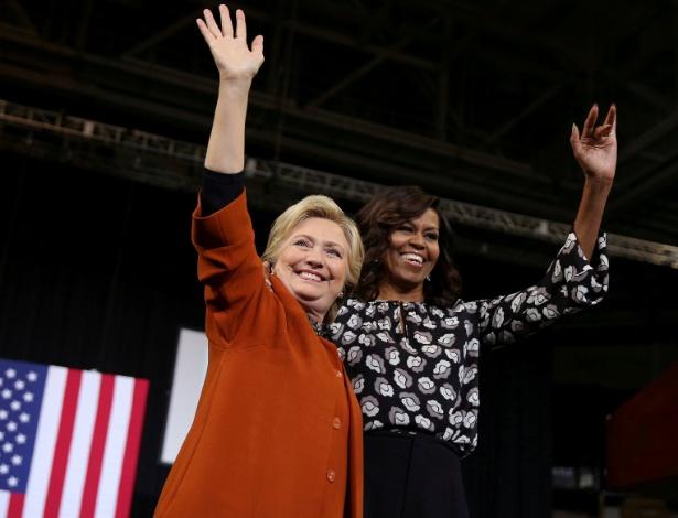 27.out.2016 - Michelle Obama participa de comício ao lado da candidata democrata Hillary Clinton, em Winston-Salem, na Carolina do Norte