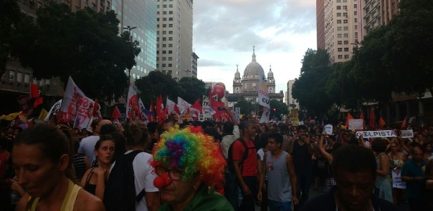 Cerca de 100 mil protestam contra reformas no Rio, dizem organizadores - Paula Bianchi/UOL