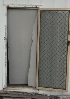 Ladrão quebrou porta de casa na tentativa de escapar da cena de crime na Austrália - Divulgação/Esperance Police