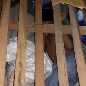 Garoto foi encontrado debaixo do estrado da cama