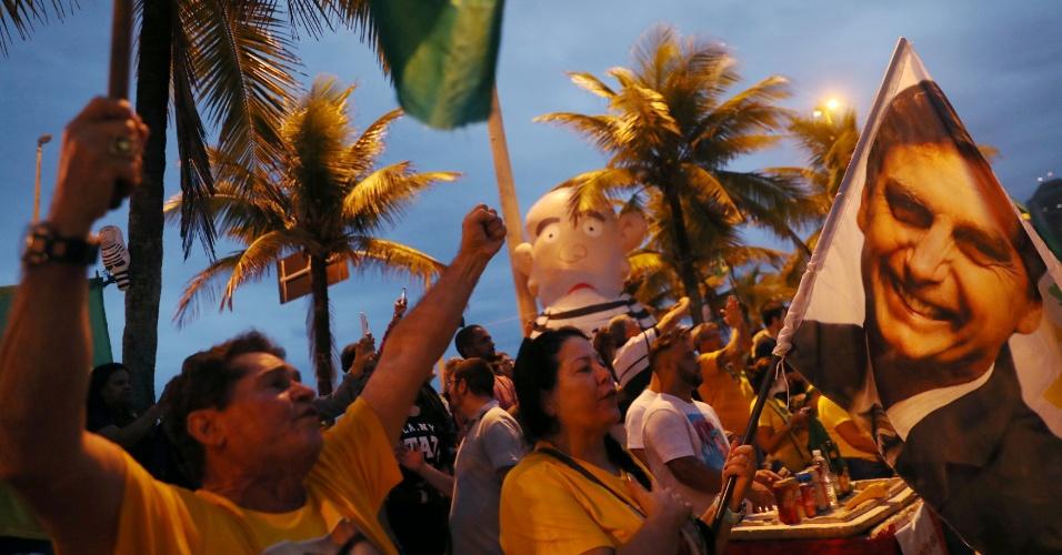 Apoiadores de Jair Bolsonaro se manifestam no Rio de Janeiro