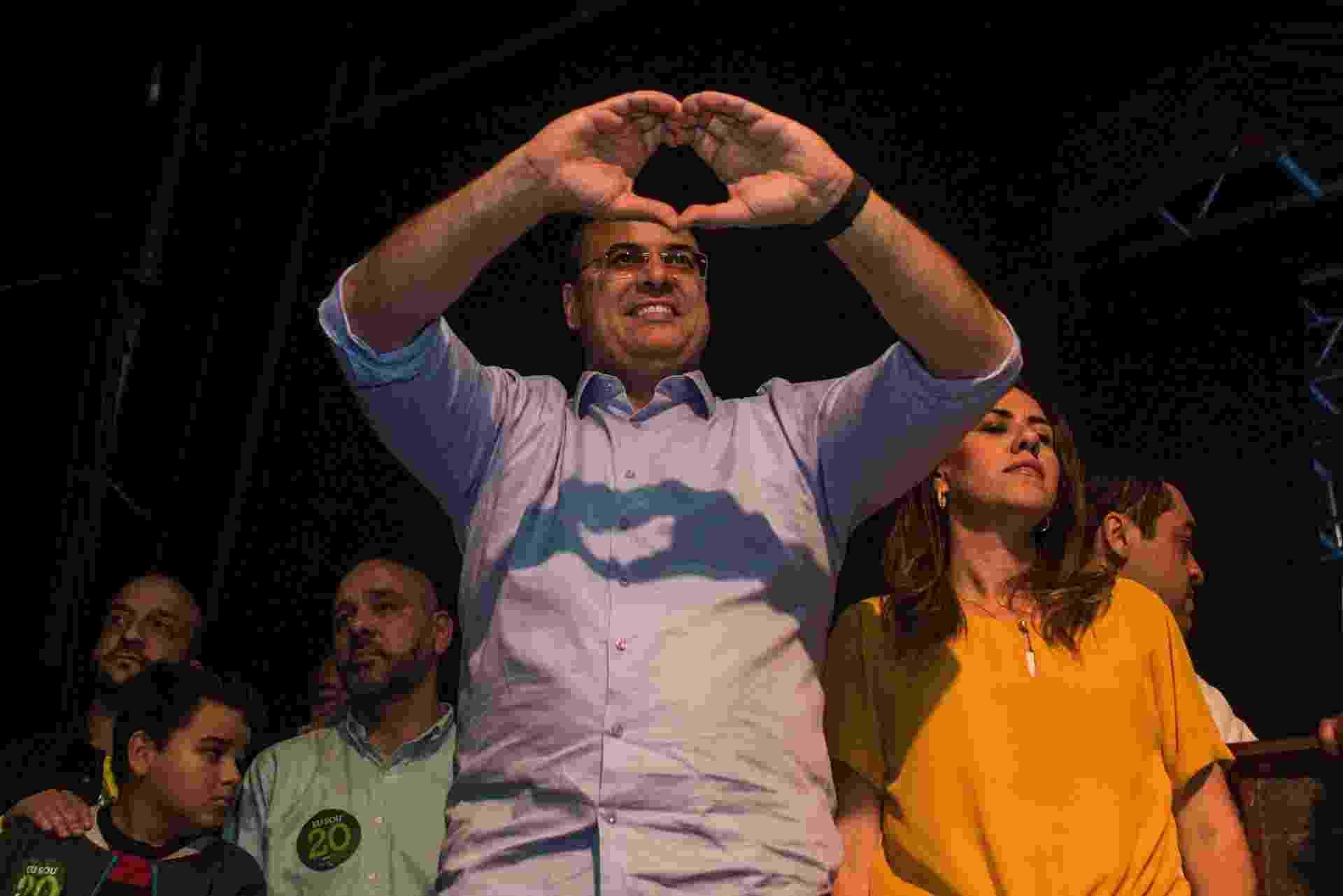 28.out.2018 - Governador eleito do Rio de Janeiro Wilson Witzel (PSC) comemora a vitória, na Barra da Tijuda, zona oeste do Rio. Witzel obteve 59,87% dos votos válidos, contra 40,13% de Eduardo Paes (DEM) - Estadão Conteúdo