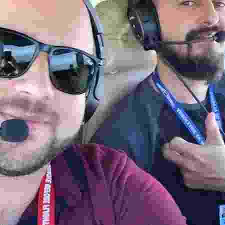 Os pilotos Gabriel Abraão Farias (camisa vinho) e Linaldo Xavier Rodrigues (azul) - Reprodução