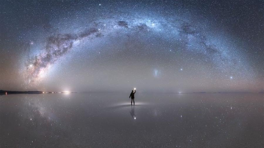 """A Nasa elegeu como """"foto astronômica do dia"""", em 22 de outubro, esta imagem da Via Láctea capturada por Jheison Huerta no Salar de Uyuni, na Bolívia - Jheison Huerta"""