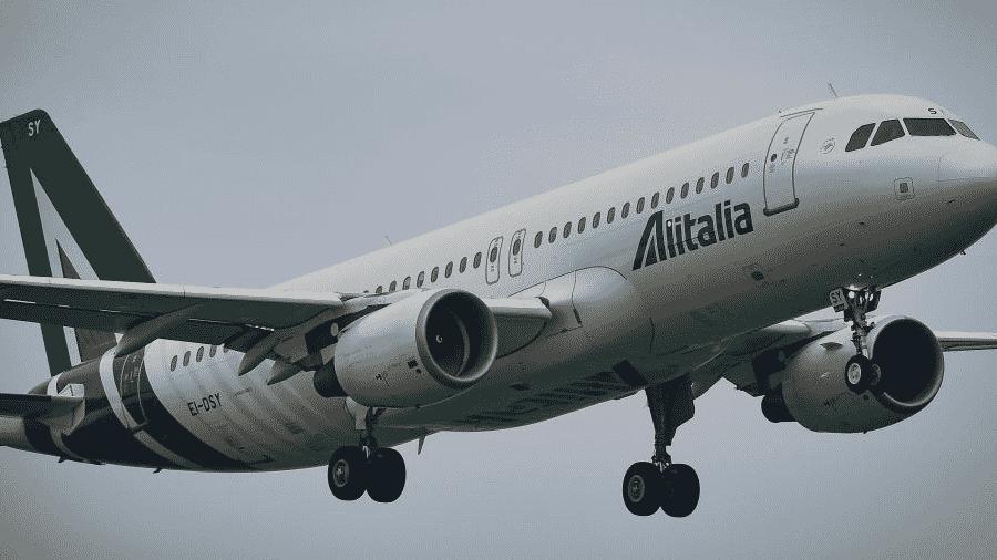 O Airbus A320 da Alitalia decola do Aeroporto Internacional de Linate, em Milão, na Itália, durante o Linate Air Show 2019     - Andrea Diodato/NurPhoto via Getty Images