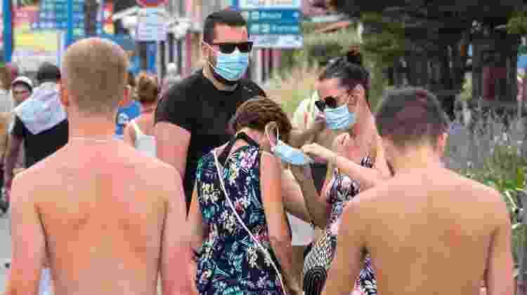 Máscaras são obrigatórias ao ar livre em algumas áreas da França - EPA - EPA