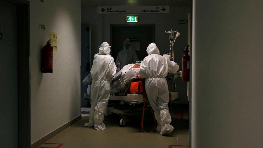 """Com cerca de 12 milhões de habitantes e 973 pacientes da covid em UTI, Paris e subúrbios estão """"perto de uma situação de tensão extrema"""" - Pedro Nunes/Reuters"""