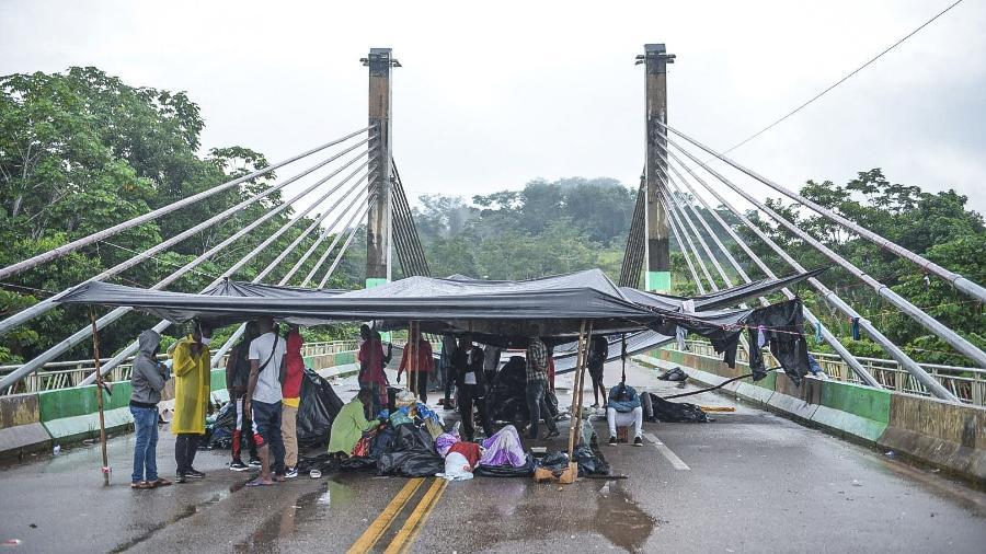 Famílias acampadas na Ponte de Integração em Assis Brasil (AC) - Diego Gurgel/Secom Acre/Divulgação