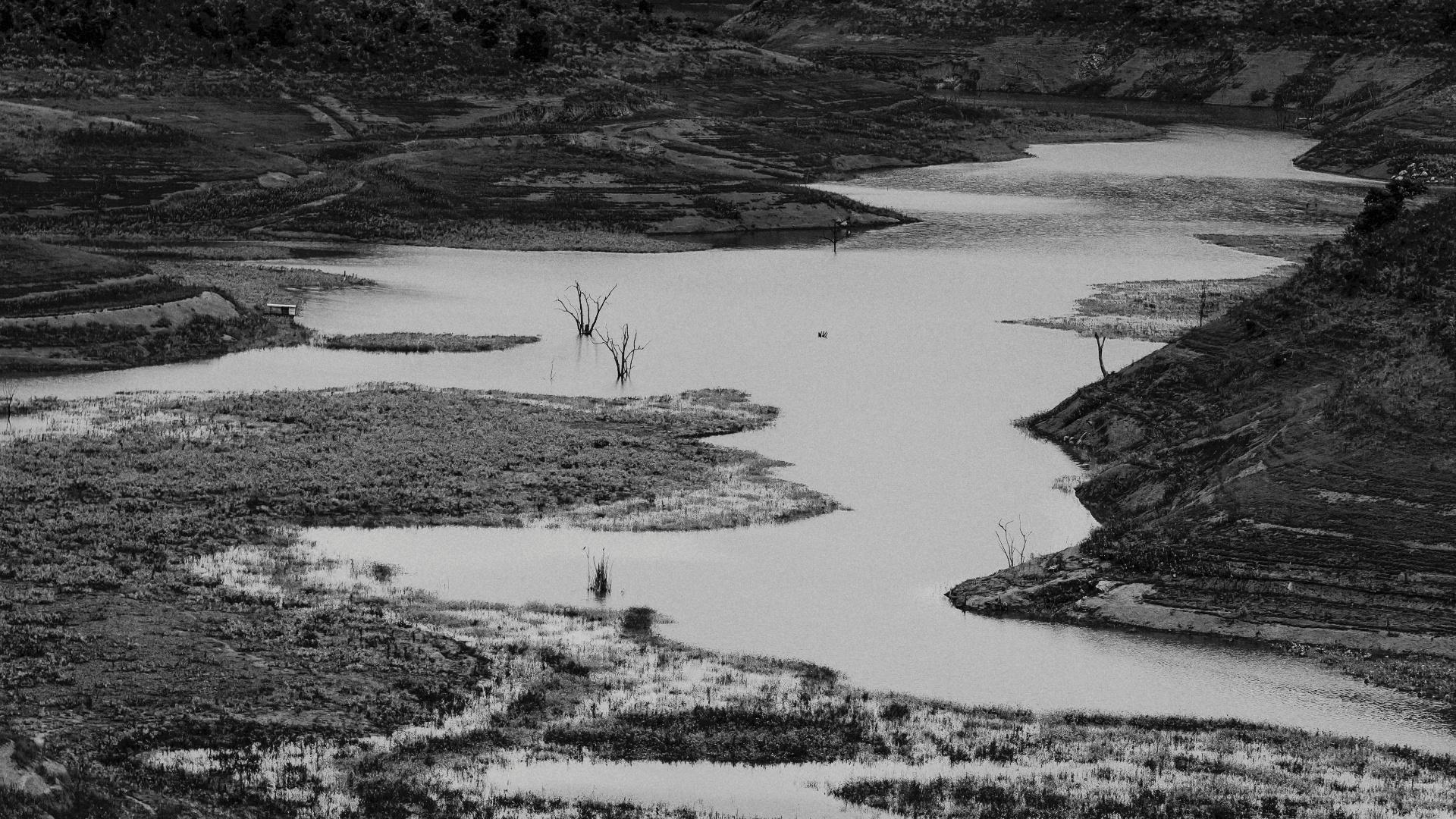 4.ago.2015 - Apenas 26% das Áreas de Preservação Permanente (APPs) do Paraibuna, como topos de morro e beiras de rio, permanecem preservadas