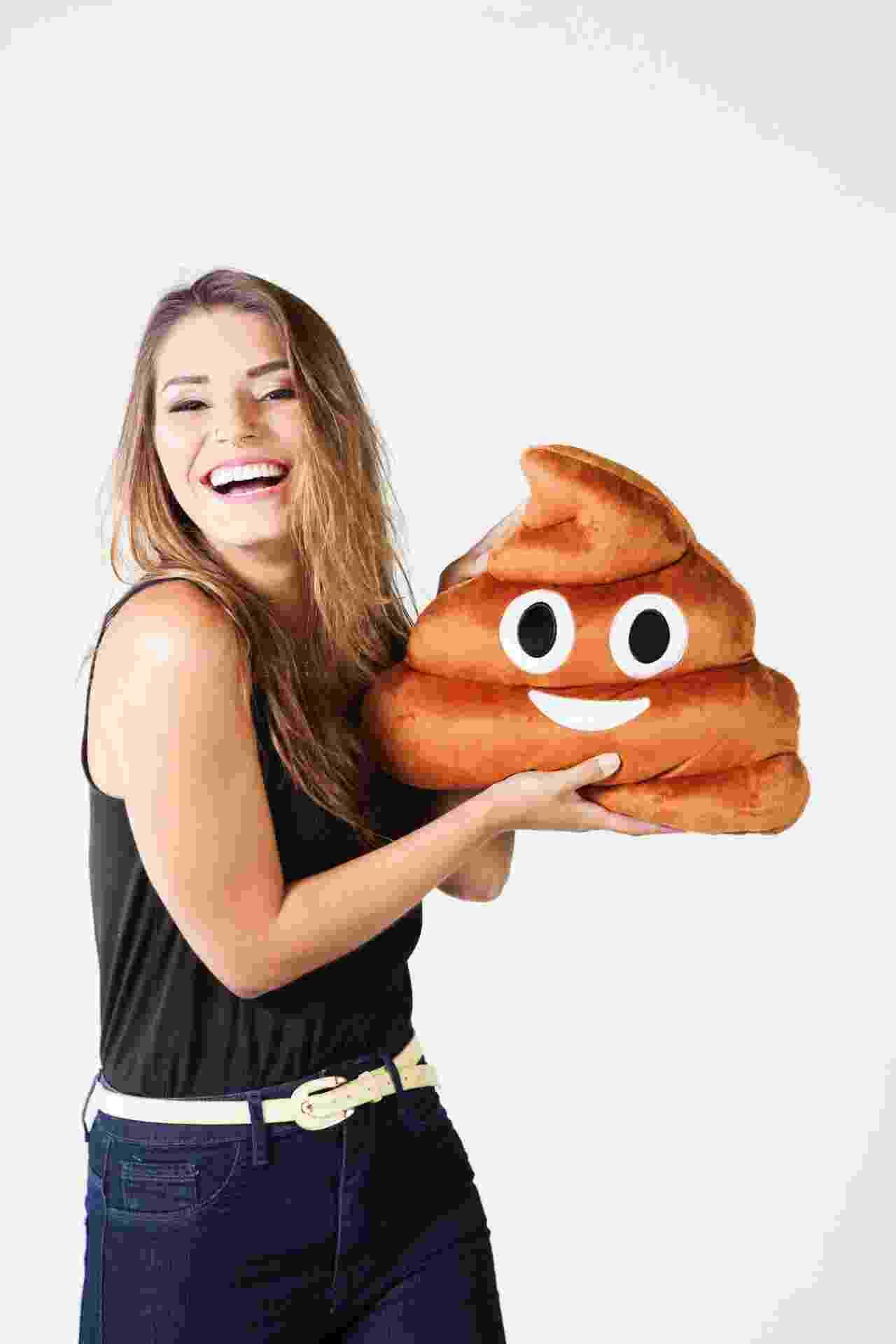 Fofostore chega ao primeiro milhão com almofada de emoticons: na foto, almofada de cocozinho - Divulgação