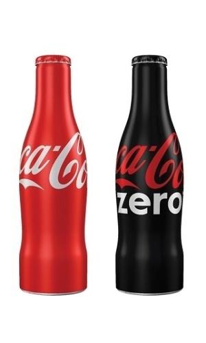 Além do kit retrô, a Coca-Cola também começou a vender uma garrafa em alumínio, de 250ml, moldada no formato arredondado da Contour, sua garrafa de vidro mais famosa. O produto passou a a fazer parte do portfólio fixo da marca no Brasil. O preço sugerido é de R$ 4,49