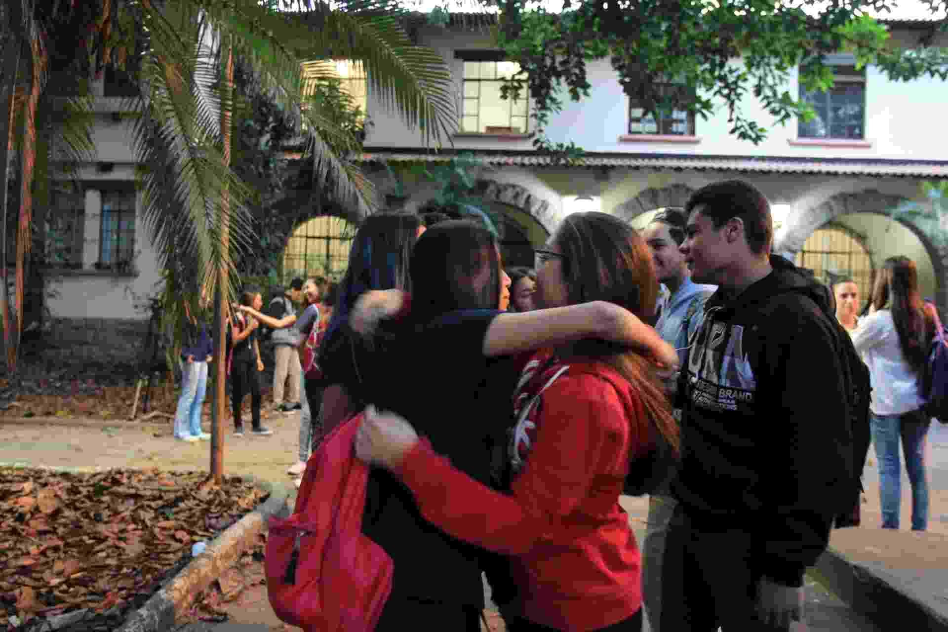 6.jan.2016 - Alunos retornaram às aulas nesta manhã na Escola Estadual Fernão Dias Paes, na zona oeste de São Paulo. A unidade permaneceu ocupada por estudantes durante 55 dias. Eles protestavam contra o projeto estadual de reorganização da rede de ensino. A escola foi desocupada na na tarde de segunda-feira (4) - Werther Santana/Estadão Conteúdo