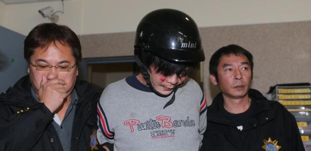 Policiais levam suspeito de ter decapitado criança em Taipé (Taiwan)