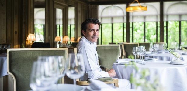 Yannick Alléno em seu restaurante, Pavillon Ledoyen, em Paris, antes de abrir para o dia
