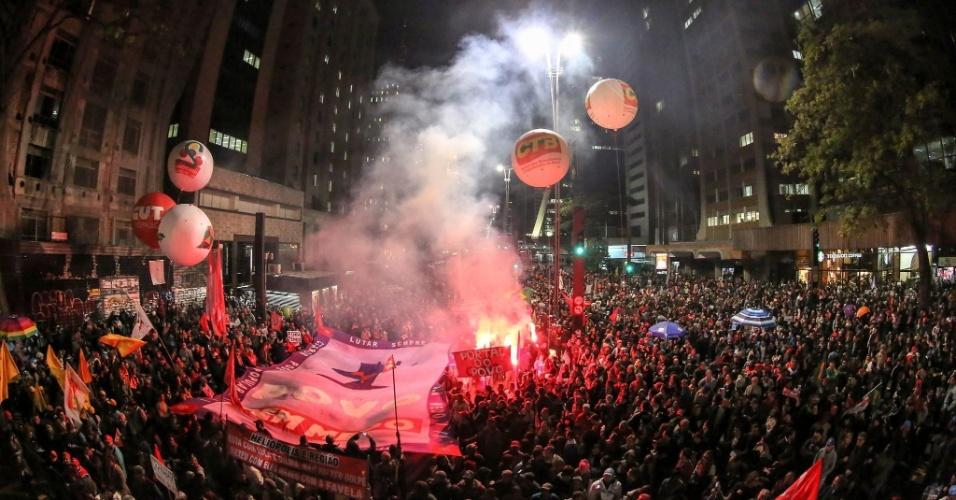 10.jun.2016 - Manifestantes protestam contra o governo do presidente interino Michel Temer na avenida Paulista, região central de São Paulo. Cidades de ao menos 15 Estados das cinco regiões do Brasil receberam protestos contra o governo interino