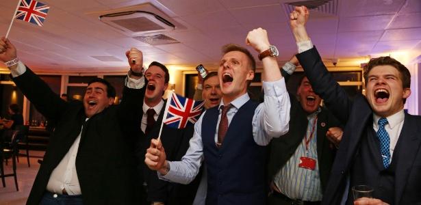 24.jun.2016 - Partidários do Brexit comemoram o resultado do referendo