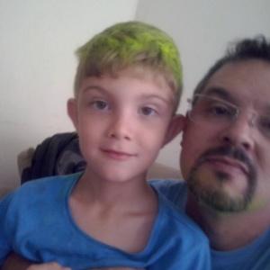 Sidnei Ramis de Araújo com o filho, João Victor, que ele matou em chacina em Campinas (SP)
