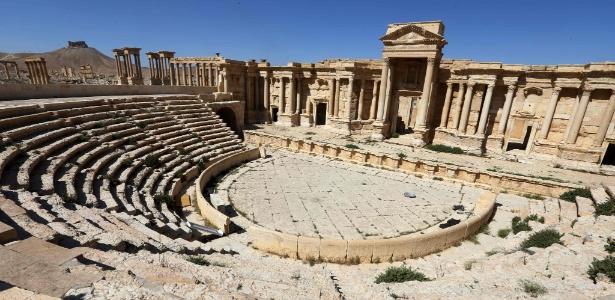 As ruínas do teatro romano ficam na cidade antiga de Palmira, no centro da Síria