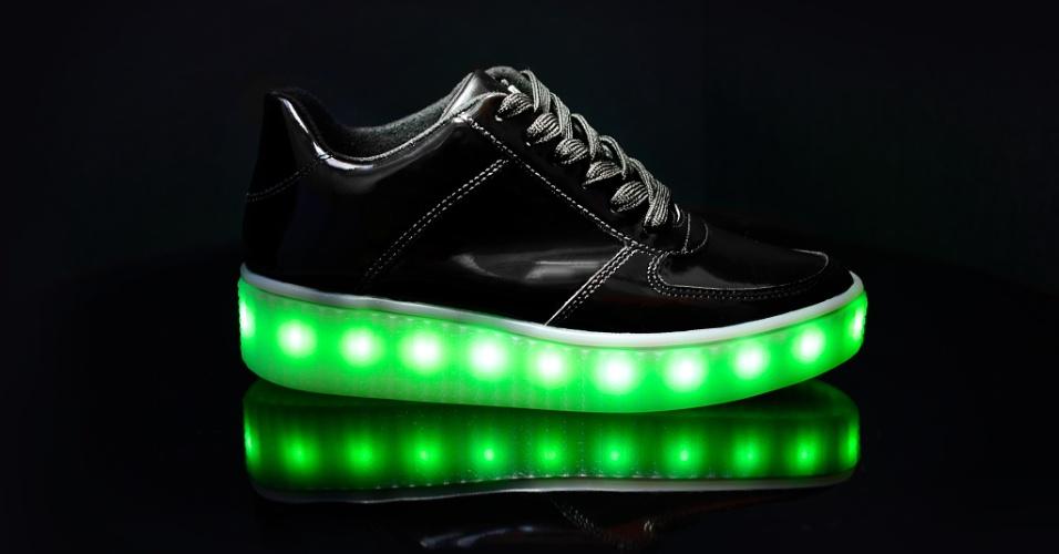 A Vizzano oferece numeração de tênis de LED de 33 a 40. O preço do modelo é, em média, de R$ 239,90