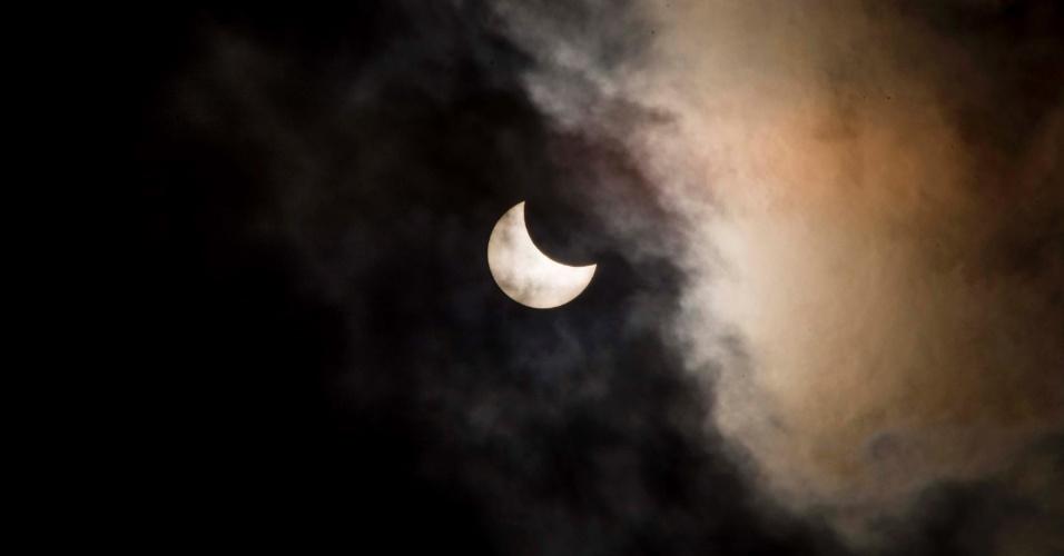 26.fev.2017 - Eclipse solar visto na cidade de São Paulo (SP), na manhã deste domingo (26)