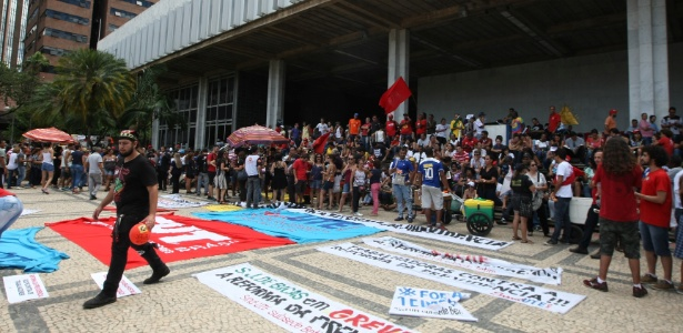 Manifestantes protestam pelas ruas do centro de Belo Horizonte (MG) contra a reforma da Previdência - Lucas Prates/Estadão Conteúdo