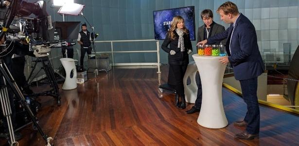 O pesquisador australiano Chris Lintott, do portal de ciência cidadã Zooniverse, fala sobre a descoberta de novos planetas que orbitam uma estrela na constelação de Aquário, nesta quinta-feira (6), em programa de televisão australiano
