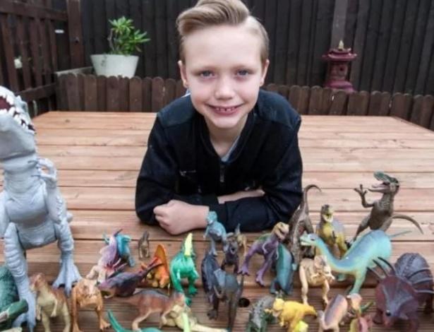 Charlie Edwards sonha em se tornar paleontólogo desde os três anos