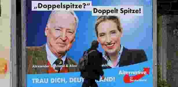 Alexander Gauland (à esq.) e Alice Weidel, em propaganda do partido alemão AfD - Wolfgang Rattay/Reuters - Wolfgang Rattay/Reuters