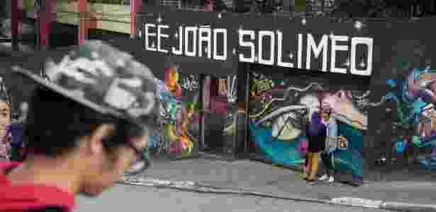 A entrada da escola estadual João Solimeo, periferia da zona norte de SP - Simon Plestenjak/UOL