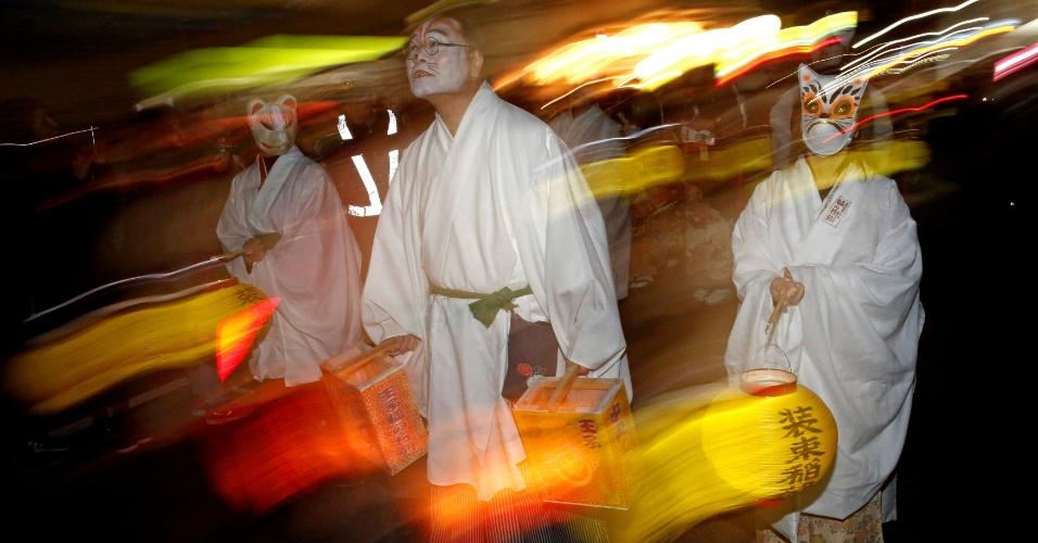 Japoneses se vestem como raposas para a primeira oração de 2018, em Tóquio