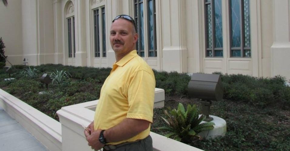 Chris Hixon, 49, era diretor de atletismo da escola e também foi morto ao tentar proteger os alunos