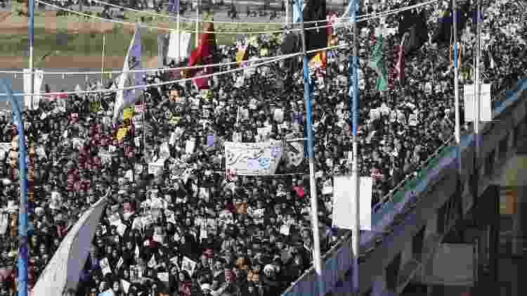 Milhares de iranianos participam do cortejo fúnebre de Soleimani nas ruas da cidade de Ahvaz - Hossein Mersadi/AFP - Hossein Mersadi/AFP