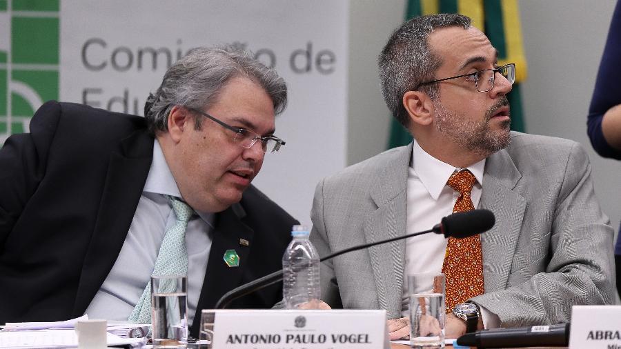Antonio Paulo Vogel (à esq.) e Abraham Weintraub, ministro da Educação  - Pedro Ladeira/Folhapress