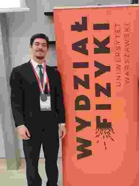 As medalhas de Enzo Serrano Barbosa em olimpíadas científicas renderam uma vaga no curso de engenharia civil da USP - Reprodução