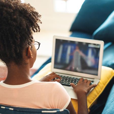 42,5% dos estudantes do ensino médio da rede pública de SP não têm computador em casa, mostra levantamento da Apeoesp - Pollyana Ventura/Getty Images