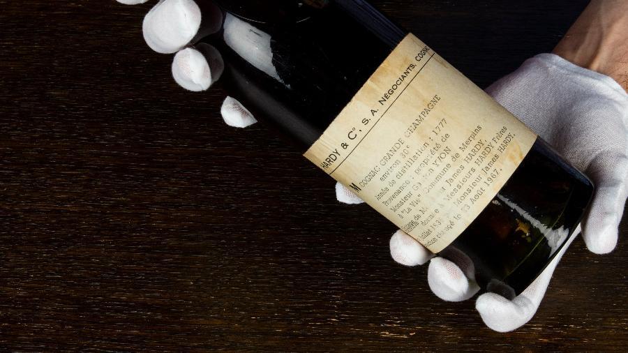 Conhaque foi destilado na época de Louis XVI pela propriedade Yvon, perto de Cognac, no sudoeste da França - Whisky.Auction