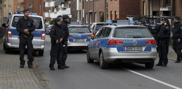 Polícia alemã realiza operação em Aachen que prendeu 5 suspeitos de ligação com atentados - Ina Fassbender/Reuters