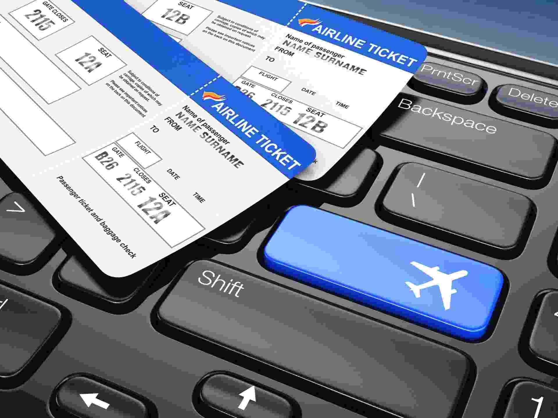 Passagem aérea; viagem; turismo; passageiro; bilhete aéreo - iStock