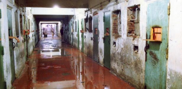 Corredor ficou alagado de sangue após a intervenção da PM no Carandiru em 1992