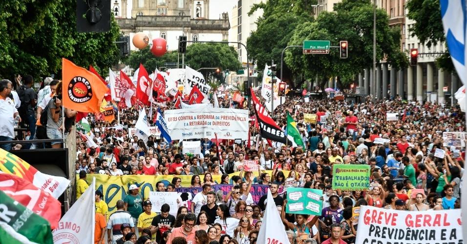 Protestos contra proposta de reforma da Previdência enviada pelo governo ao Congresso mobilizaram sindicatos de professores e estudantes em várias cidades em março de 2017