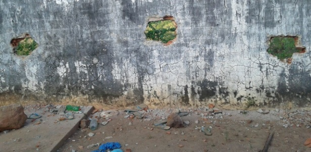 Os presos fugiram através de buracos abertos em um muro do presídio