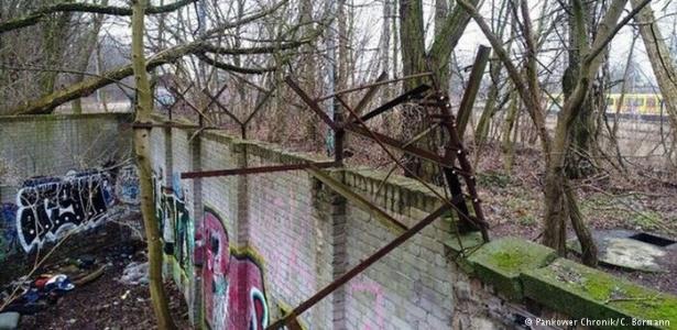 Trecho remanescente do Muro de Berlim original fotografado pelo pesquisador amador Christian Bormann  - Pankower Chronik/C. Bormann