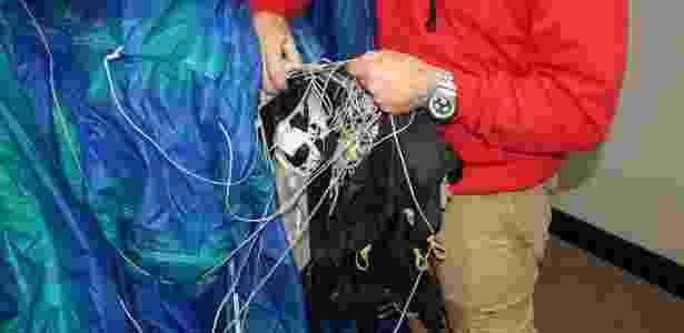 BBC: O paraquedas adulterado foi mostrado como evidência ao júri - Wiltshire Police - Wiltshire Police