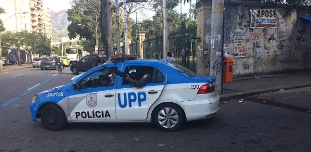 28.jun.2018 - Policiais da UPP do Morro dos Macacos (zona norte) participam de operação no local