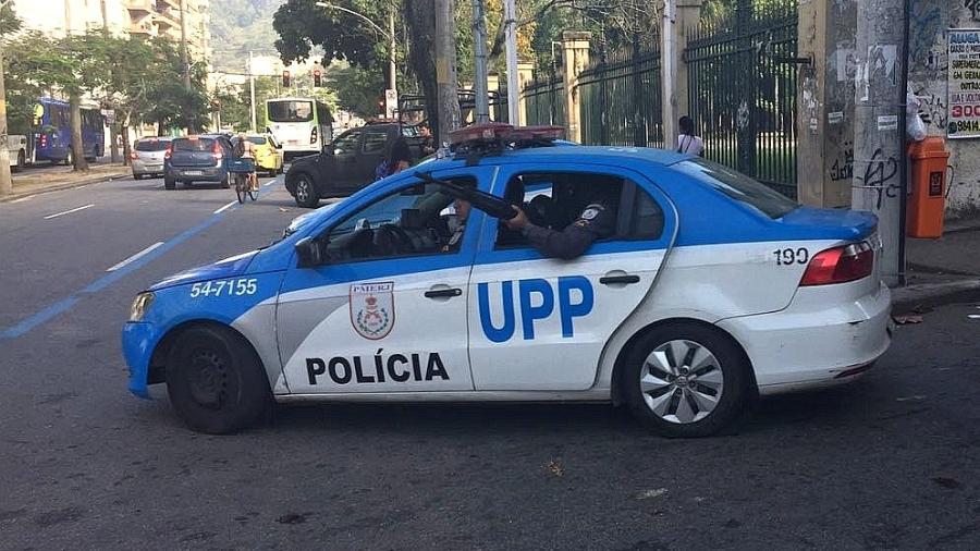 28.jun.2018 - Policiais da UPP (Unidade de Polícia Pacificadora) do Morro dos Macacos, na região norte do Rio - Luis Kawaguti/UOL