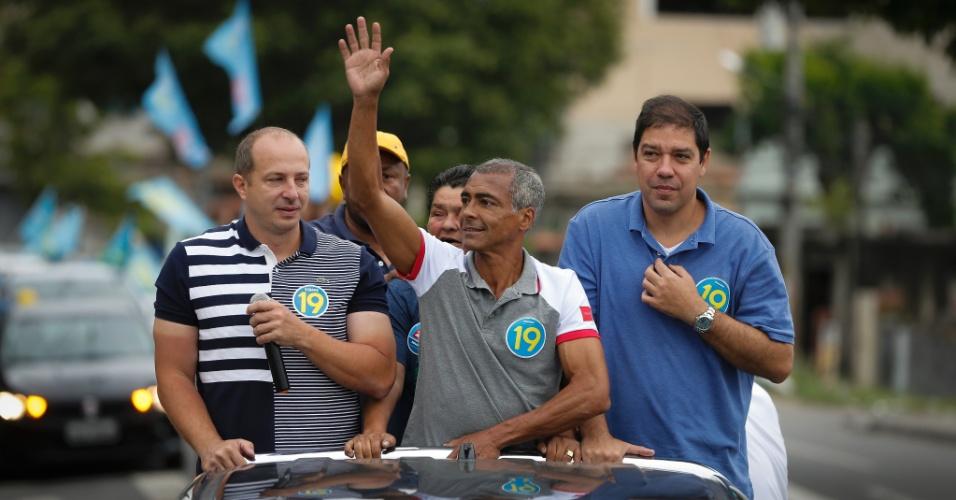 O candidato ao governo do Rio de Janeiro e ex-jogador de futebol, Romário Faria, fez carreata no município de São Gonçalo, neste sábado