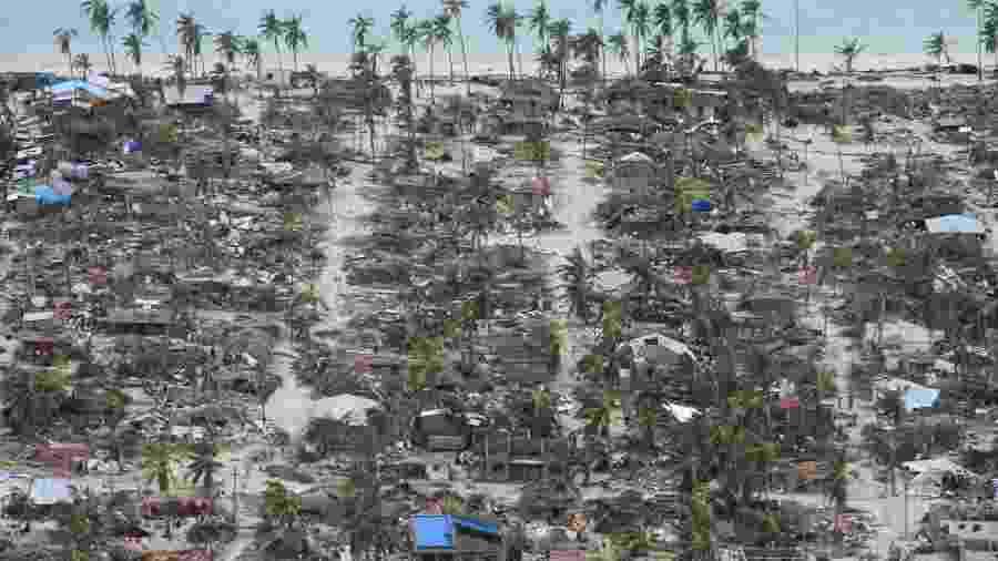 Casas do distrito de Macomia, em Moçambique, ficam destruídas após passagem do ciclone Kenneth - AFP PHOTO / OCHA / SAVIANO ABREU