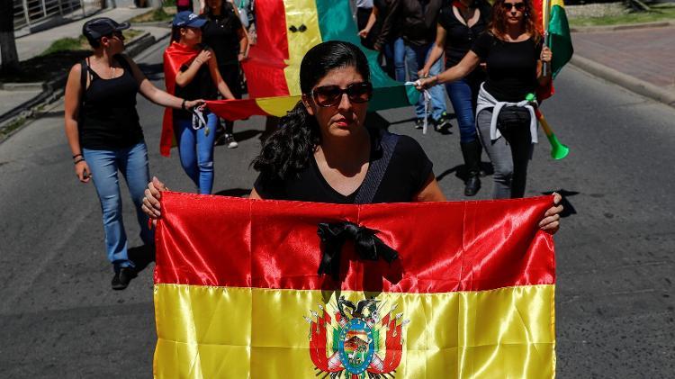 Protestos na Bolívia após polêmica reeleição de Morales; ele renunciou no domingo e buscou asilo no México - Kai Pfaffenbach/Reuters
