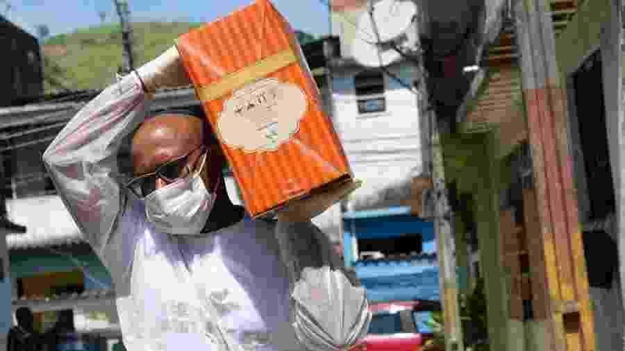 Lideranças comunitárias fazem doação de kits para moradores da Vila Kennedy, em Bangu, no Rio - Divulgação