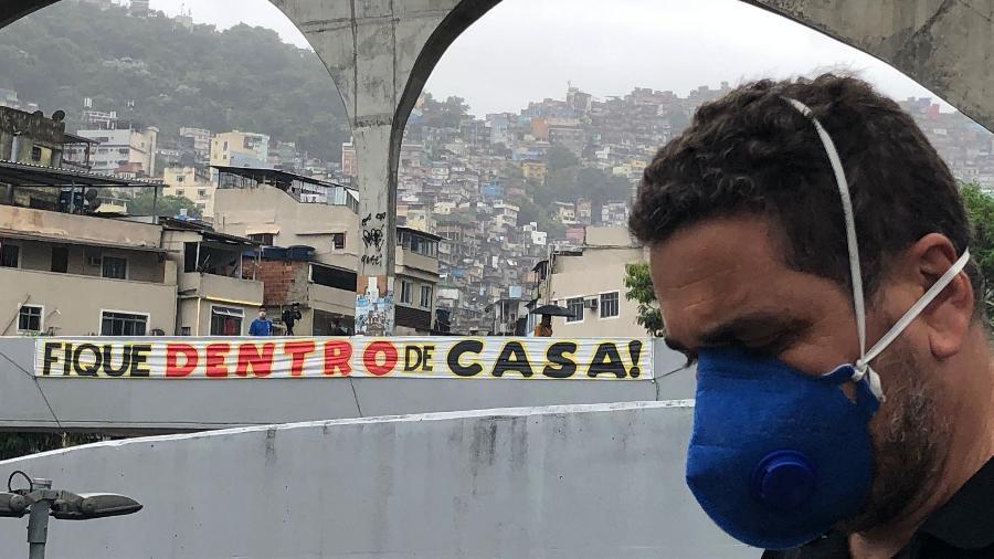 8.abr.2020 - Wallace Pereira, presidente da associação de moradores da Rocinha - Herculano Barreto Filho/UOL